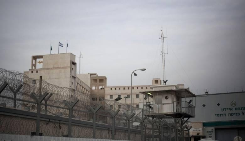 الأسيرات يرفضن الخروج إلى ساحة السجن بسبب كاميرات المراقبة لليوم الـ18