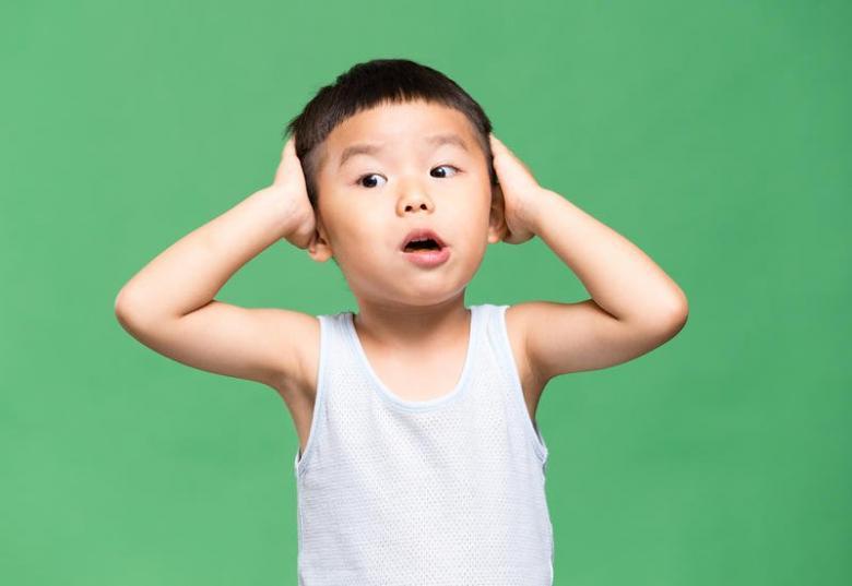 ما هي مخاطر سقوط الطفل على رأسه؟