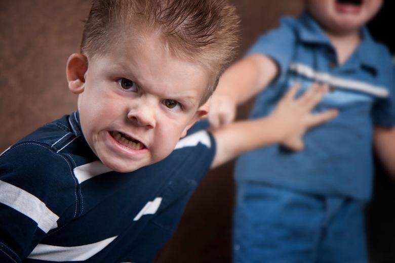 كيفية التعامل مع الطفل سيء السلوك