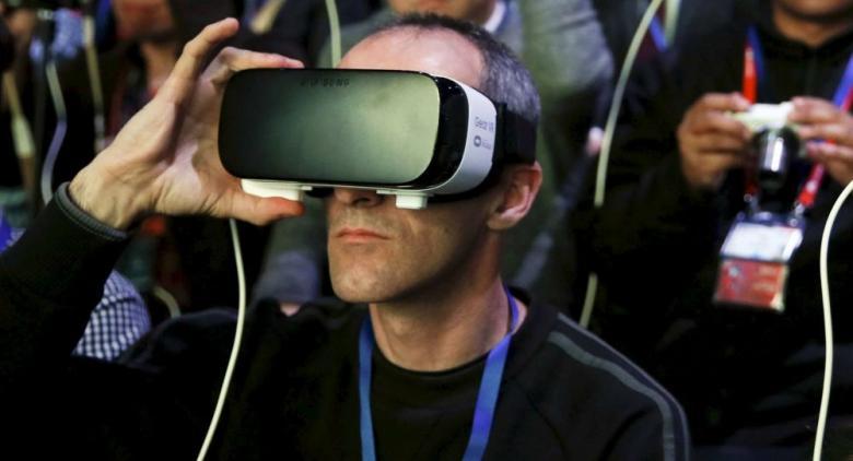 """""""إتش تي سي"""" تطلق خوذا جديدة للعالم الافتراضي"""
