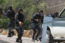 الشرطة تقبض على شخصين بتهمة السرقة برام الله