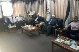 وزير الأوقاف يتسلم مكتبه بمدينة غزة