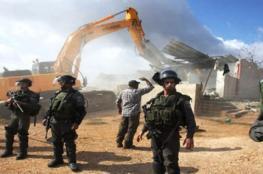 الاحتلال يخطر بوقف البناء بمنازل وبركسات بجنين