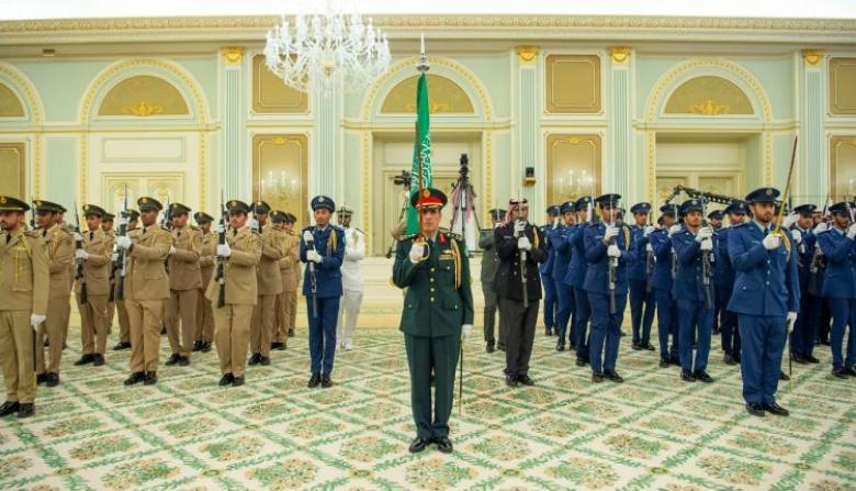 """قناة أمريكية تُهزّيء فرقة العزف السعودية العسكرية أثناء استقبال """"بوتين"""""""