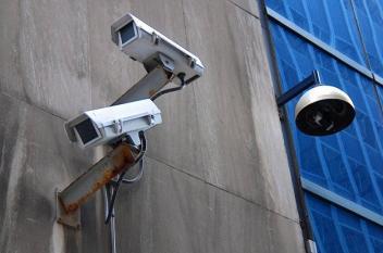 الإعلان عن ملابس خاصة تضلل كاميرات المراقبة