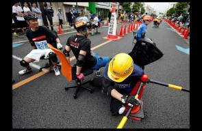 الجائزة 90 كيلو أرز.. سباق كراسي المكاتب باليابان