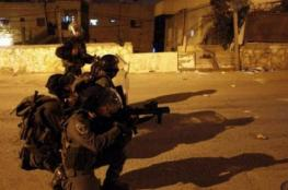 إصابة عائلة بالاختناق عقب اقتحام الاحتلال مدينة جنين