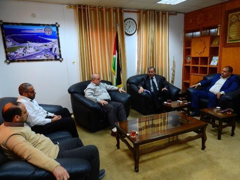 وكيل وزارة النقل والمواصلات يستقبل وفدًا من بلدية غزة
