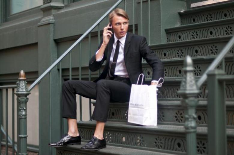 متى يُرتدى الحذاء دون جوارب؟ إليك قواعد الأناقة لتطبيق ذلك