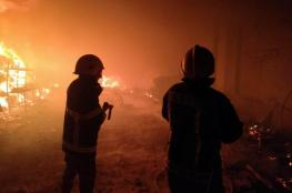 الدفاع المدني يسيطر على حريق مستودع للأخشاب في عناتا