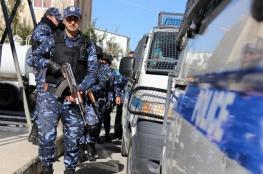 الشرطة والنيابة تحققان في وفاة مواطن بالخليل