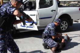 القبض على متهمين بسرقة لوحات مركبات بالخليل
