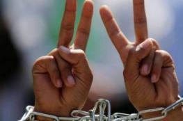 6 أسرى يواصلون إضرابهم بينهم الأسيرة اللبدي