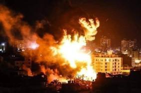 طيران الاحتلال يبدأ بشن غارات على عدة مواقع بقطاع غزة