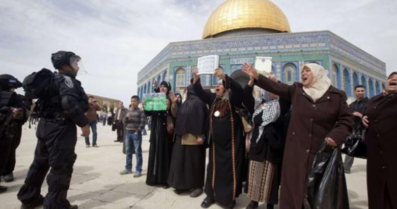 الاحتلال يُبعد فلسطينية عن الأقصى لأسبوعين