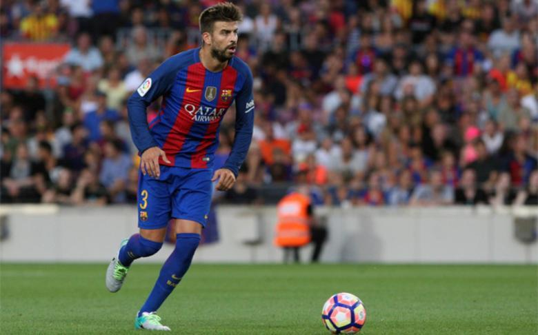 أخطاء بيكيه تدفع إدارة برشلونة للبحث عن بديل