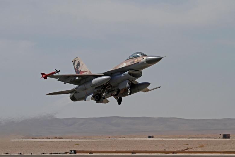 """الاحتلال يقصف مواقع لـ""""داعش"""" بسيناء"""