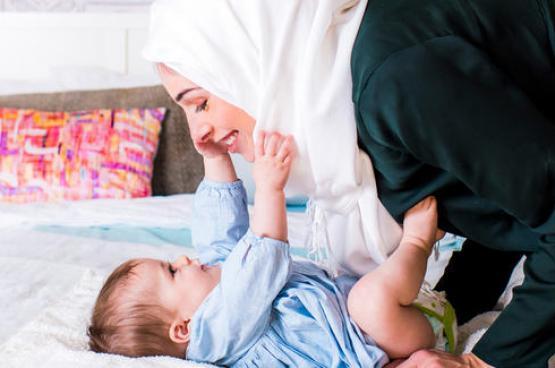 كيف تعلمين طفلكِ الإتيكيت تدريجياً؟