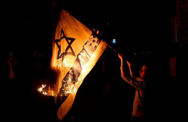 حكم بالسجن على بحريني حرق العلم الإسرائيلي