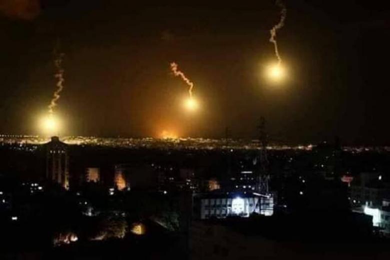 دوي انفجار شمال القطاع.. والاحتلال يزعم اقتراب مواطنين من السياج الفاصل