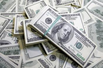 الدولار يواصل ارتفاعه مقابل العملات العالمية