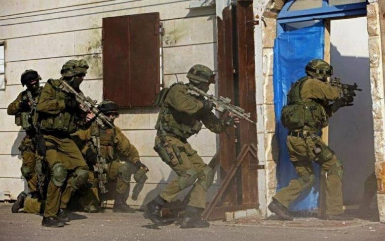 جيش الاحتلال يعتقل أحد جنوده