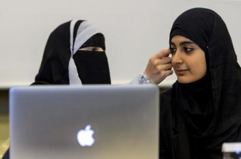 سويسرا تعوض مسلمة طردت من عملها بسبب حجابها