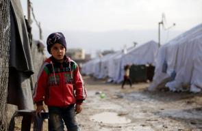 التلوث يهدد حياة الأطفال في مخيم