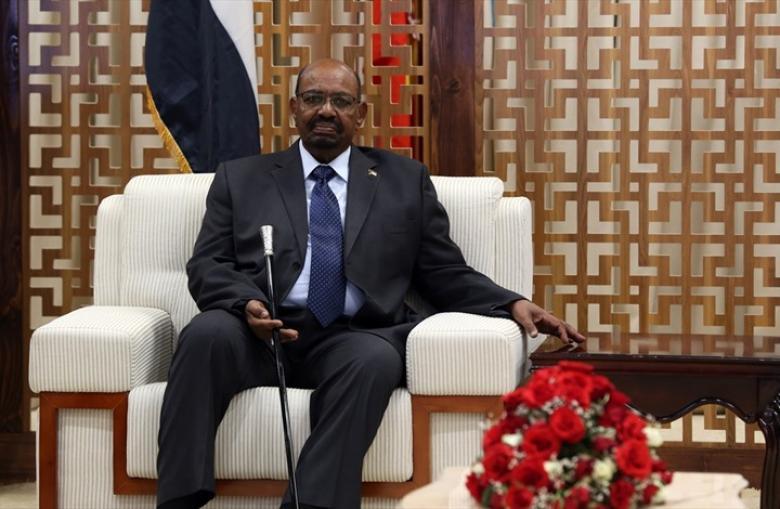 صحيفة سودانية: هذا ما أوصى به البشير بعد تبليغه قرار عزله