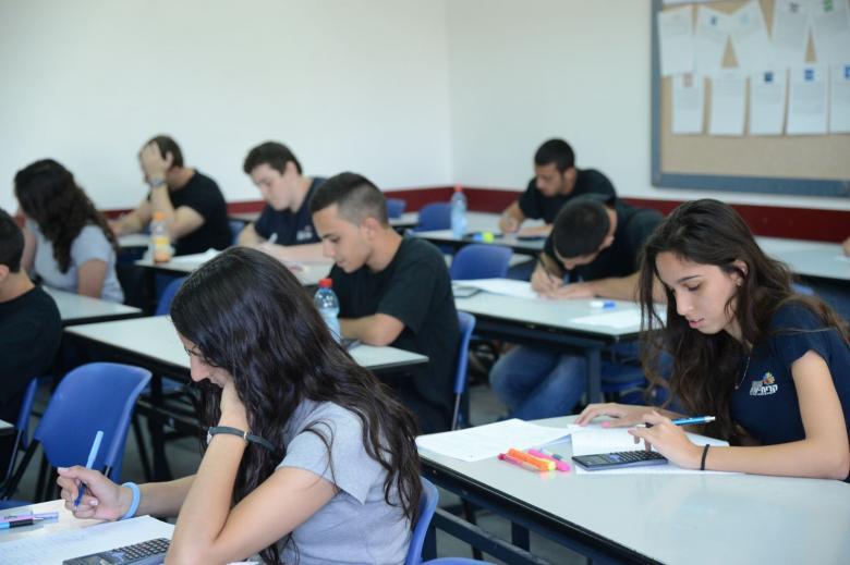 منع العمال العرب من دخول المدارس اليهودية