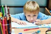 4 حقائق عن الطفل الأعسر