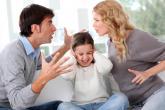 كيف يتصرف الوالدان أمام الطفل عند اختلاف الرأي؟
