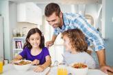 دليلك في التصرف إذا حاول طفلك إحراجك أمام الغرباء