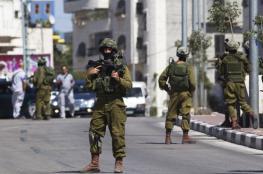 الاحتلال يعتقل سبعة شبان ويصيب آخرين بقلقيلية