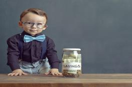 تعرف كيف تعلم طفلك كيفية توفير المال