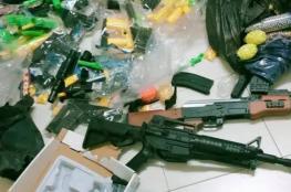 ضبط ألعاب نارية وألعاب خرز بلاستيكية ممنوعة من التداول في الخليل وجنين