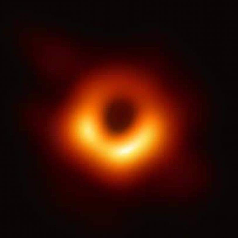 فريق علمي دولي ينشر أول صورة لثقب أسود