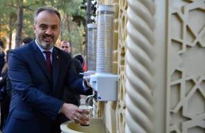 تركيا ضع أول حنفية لشوربة العدس الساخنة في جامعة اولوداغ لمكافحة البرد