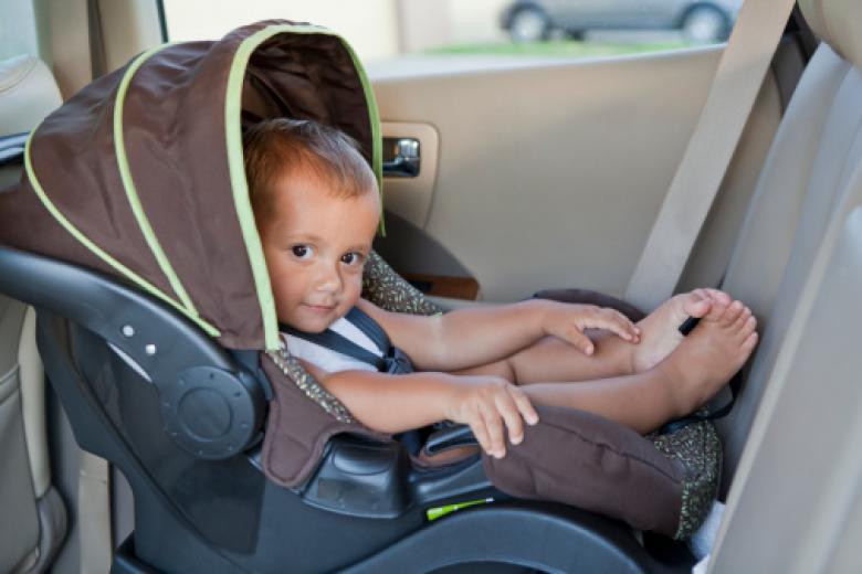 أغلقت السيارة على طفليها لتأديبهما فقتلتهما أشعة الشمس