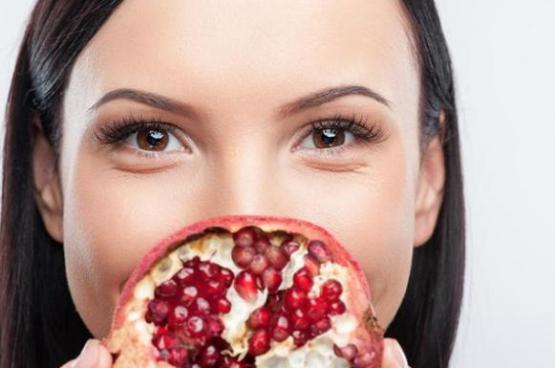 ماذا سيحدث لبشرتكِ إذا تناولتِ الرمان بشكل دوري؟