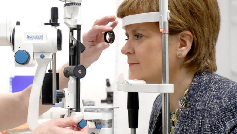 لماذا يزور مرضى السكري طبيب العيون بانتظام؟