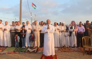 جانب من أداء صلاة وشعائر عيد الأضحى المبارك في مخيم العودة