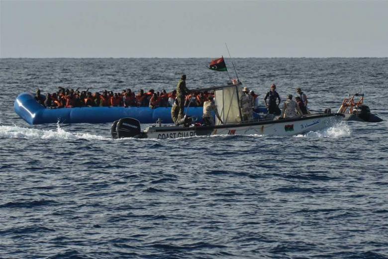 إنقاذ 264 مهاجراً قبالة سواحل إيطاليا