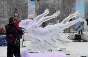 تحف فنية من الجليد بمسابقة دولية للنحت في فرنسا