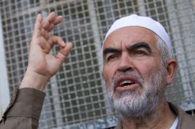 الاعتداء على الشيخ رائد صلاح داخل السجن