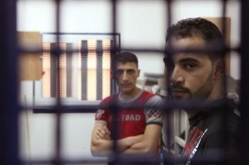 """الاحتلال يماطل في إجراء عملية جراحية للأسير """"حسان"""""""
