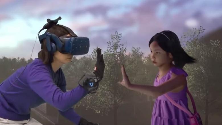 """أم تلتقي ابنتها المتوفاة منذ 4 سنوات في """"الواقع الافتراضي"""""""