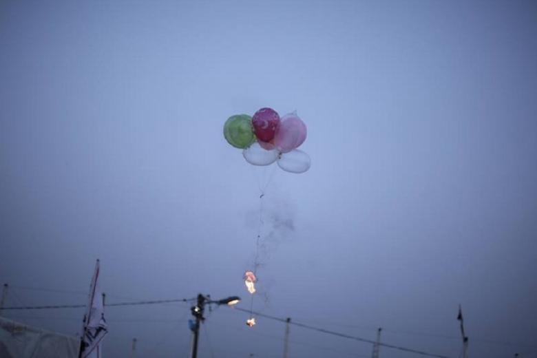 الاحتلال يزعم إطلاق بالونات متفجرة من غزة