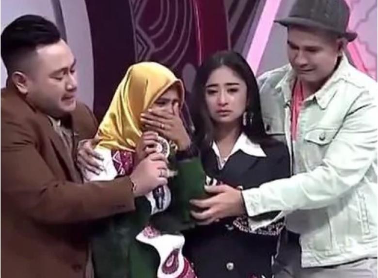 فتاة تفوز بمسابقة شاركت فيها لتأمين علاج والدتها