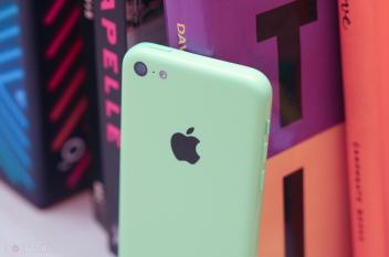 آبل تنوي توفير هاتف iPhone 5se بثلاثة ألوان مختلفة